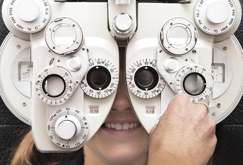 隐形眼镜护理液要跟隐形眼镜牌子一样吗